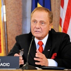 New York Senator and Poker Advocate to Retire